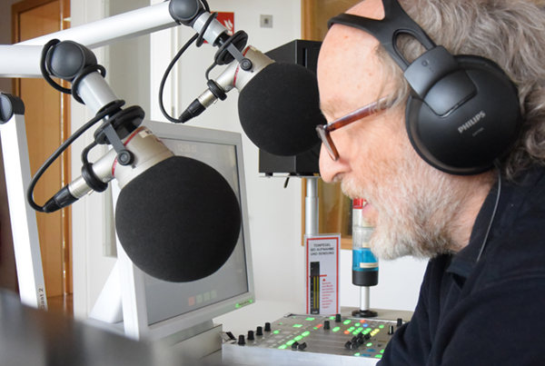 Norbert Saßmannshausen am Mikrofon